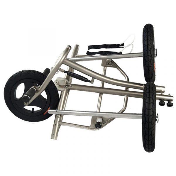 Deze paramotor trike (driewieler) van MACFLY, is zonder twijfel één van de allerbeste mini trikes ter wereld, volledige in titanium, heel sterk, super licht en handig in elkaar te steken.